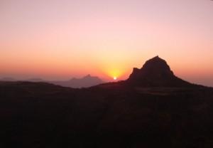 Закат за гору Маркандейи